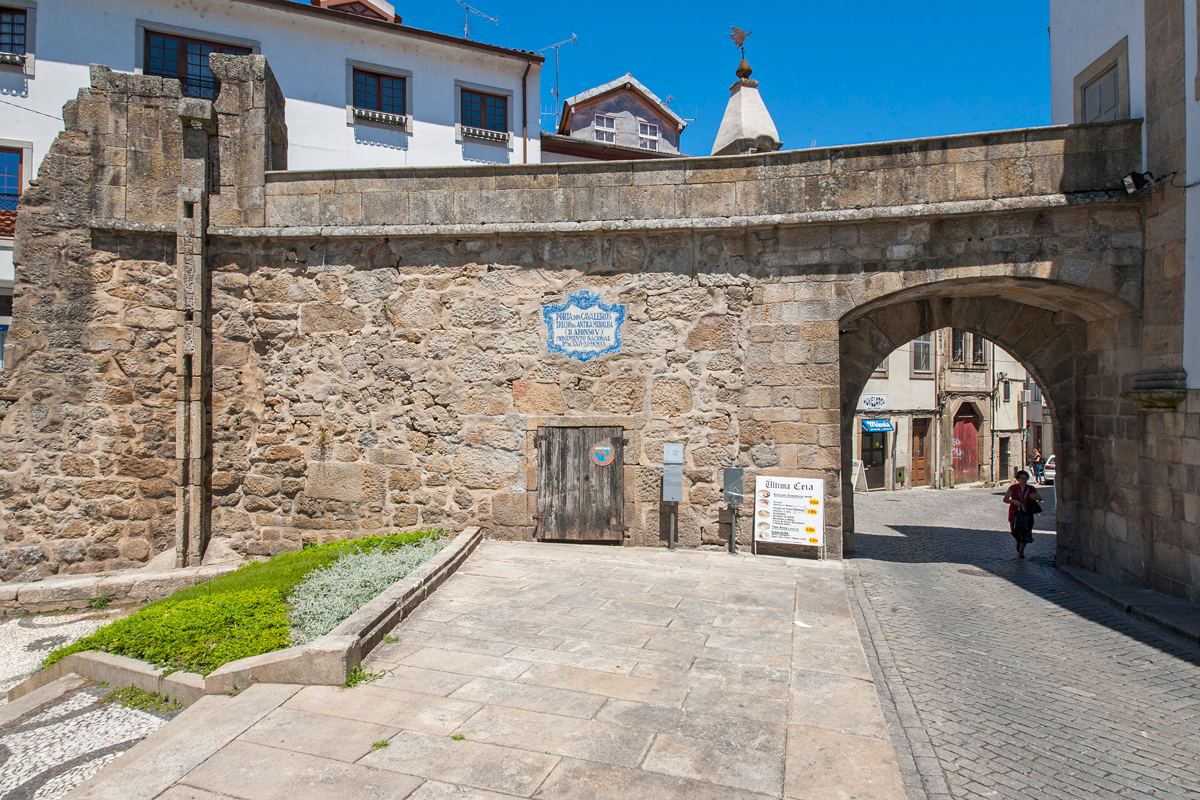 Muralhas e Portas Antigas da Cidade